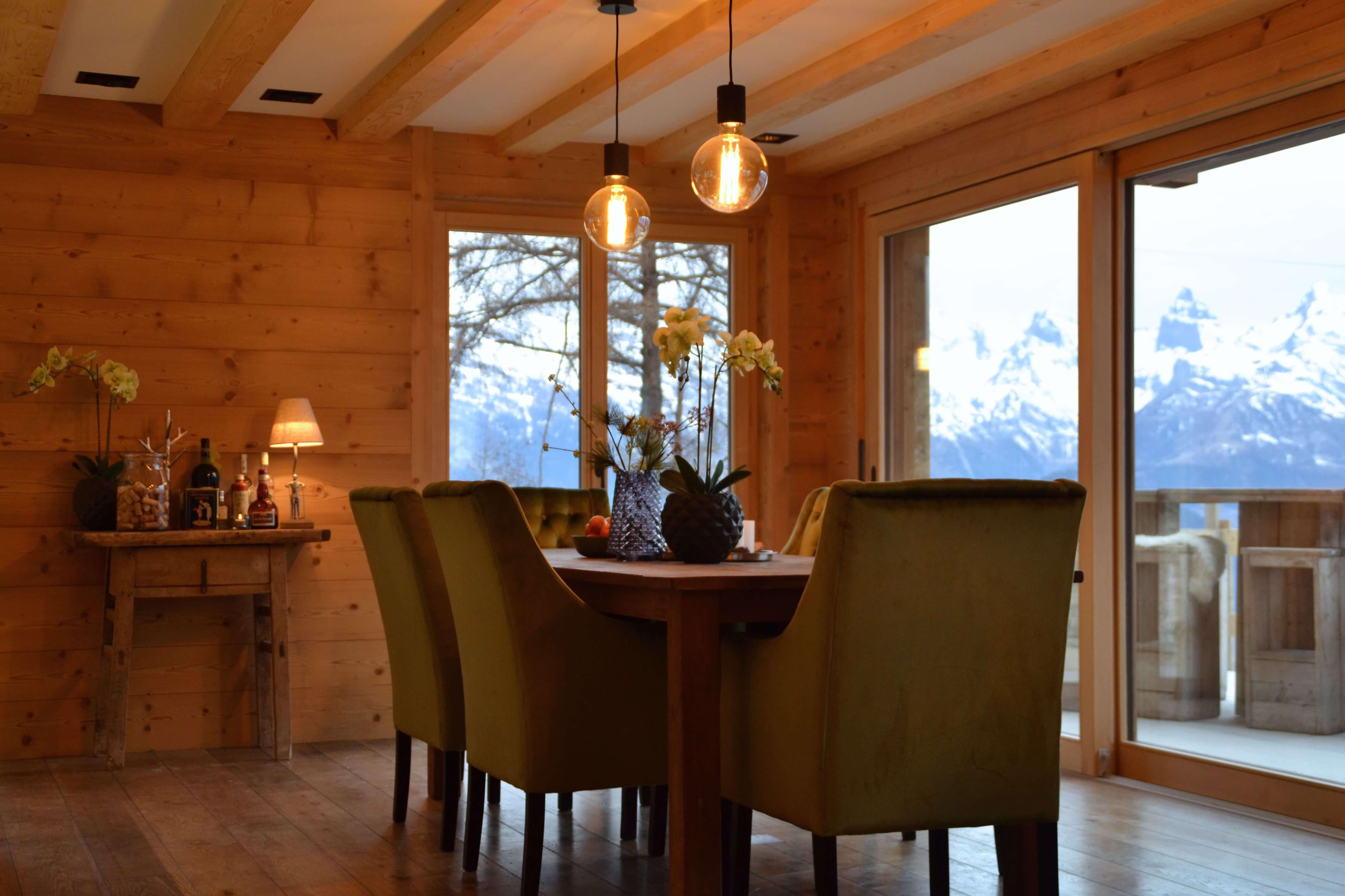 Chalet in de zwitserse bergen indra sripal